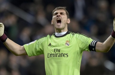 Real Madrid's goalkeeper and captain Iker Casillas shouts after third goal during the Spanish Copa del Rey (King's Cup) semifinal first-leg football match Real Madrid CF vs Club Atletico de Madrid at the Santiago Bernabeu stadium in Madrid on February 5, 2014.   AFP PHOTO/ DANI POZO        (Photo credit should read DANI POZO/AFP/Getty Images)